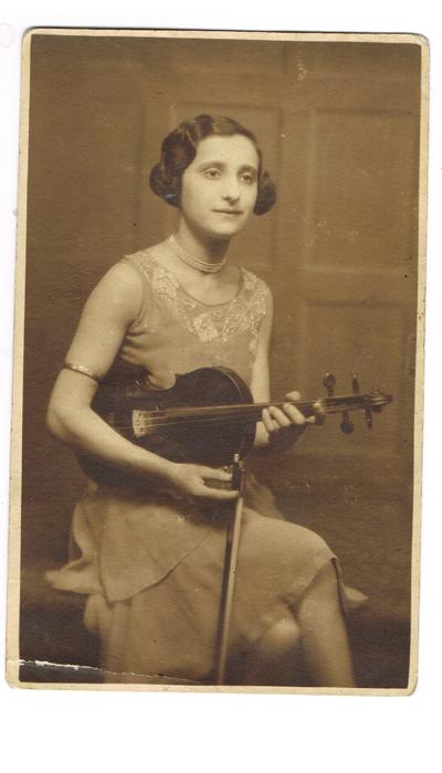 Ann Muskoron, violinist