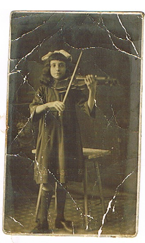 Ann Muskoron, violinist, as a child